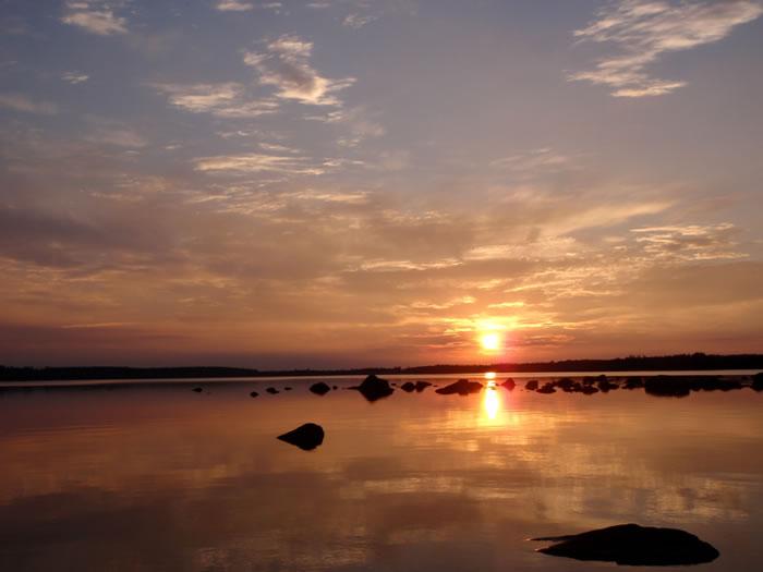 Kanufahren bei Sonnenuntergang in Schweden