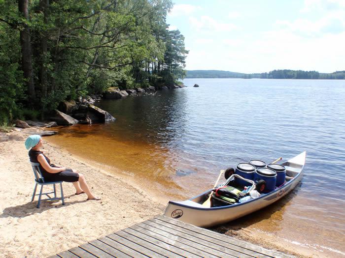 Pause am See nach einer Kanutour in Smaland (Schweden)