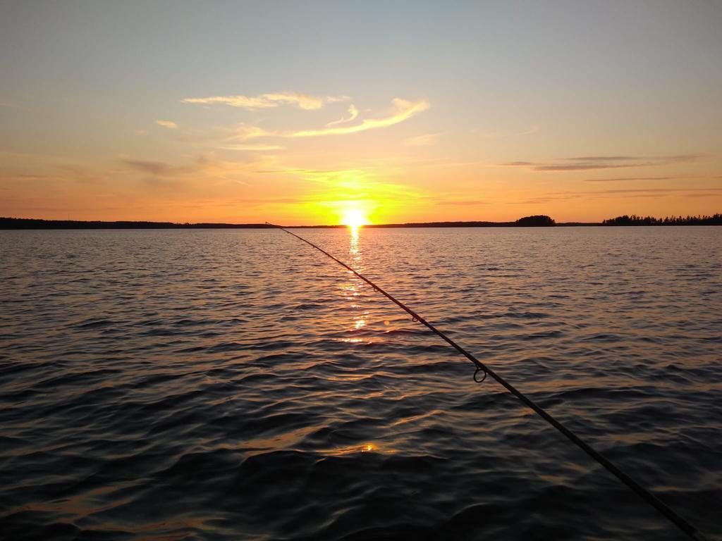 Am Abend Mit Dem Boot Auf Dem Ruskensee Bei Der Untergehenden Sonne