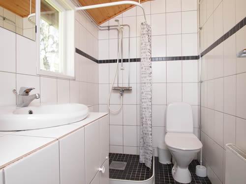"""Schweden - Smaland: Ferienhaus am Meer - Haus """"Oskarshamn"""" - Bad, Dusche, WC"""