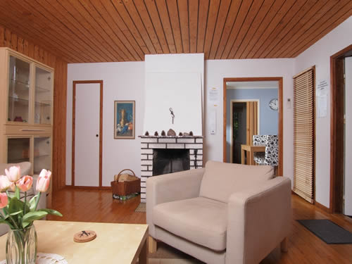 """Schweden - Smaland: Ferienhaus am Meer - Haus """"Oskarshamn"""" - Wohnzimmer mit Kamin"""