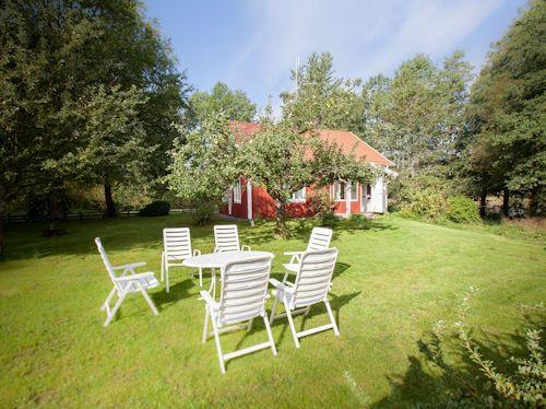 """Schweden - Smaland: Ferienhaus am See - Haus """"Katthult"""" - Zum Haus gehört ein großes Grundstück mit Wald, Wiese und eigenem Seeanteil am Vrigstadsan."""