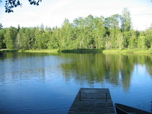 Schweden Ferienhaus - Katthult - Nur 20m Meter vom Haus Katthult und dem Gästehaus ist die Bade- und Bootsbrücke.