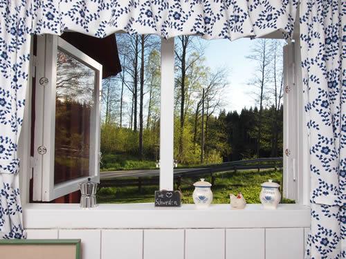 """Schweden - Smaland: Ferienhaus Am See - Haus """"Katthult"""" - Schlafzimmer Küchenfenster"""