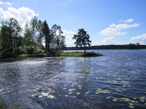 """Schweden - Smaland: Ferienhaus am See - Haus """"Katthult"""" - Der Vrigstadsan ein alter Fluss mit Seen dazwischen ist ein ruhiges Angelgewässer das noch nicht so bekannt ist."""
