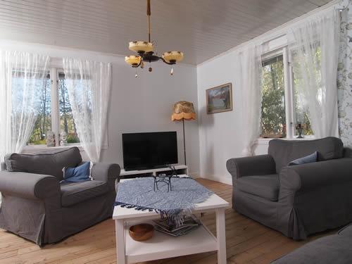 """Schweden - Smaland: Ferienhaus Am See - Haus """"Katthult"""" - Wohnzimmer Mit SAT-TV"""