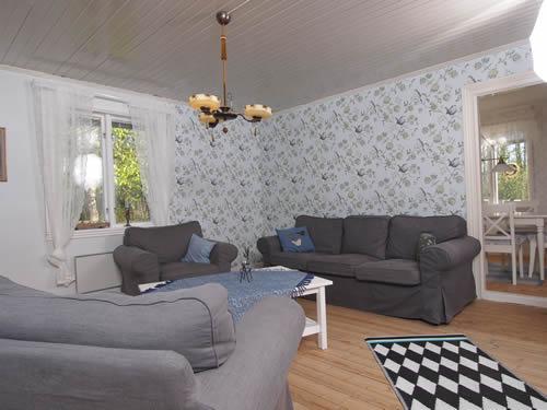 """Schweden - Smaland: Ferienhaus am See - Haus """"Katthult"""" - Sitzgruppe im Wohnzimmer"""