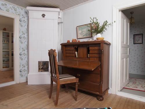 """Schweden - Smaland: Ferienhaus am See - Haus """"Katthult"""" - Sekretär Wohnzimmer"""