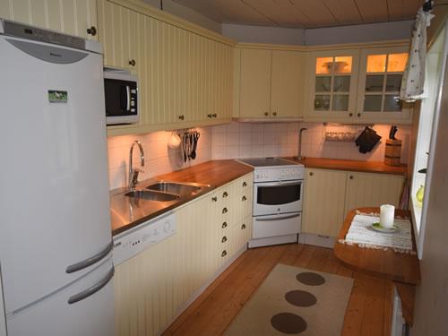 """Schweden Ferienhaus am See: Haus """"Tegelviken"""": Gut eingerichtete Küche"""