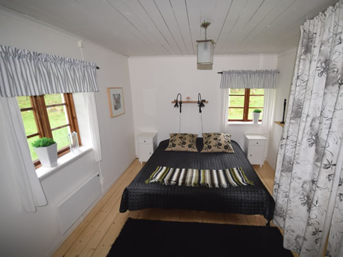 """Schweden Ferienhaus am See: Haus """"Tegelviken"""": Schlafzimmer mit Naturblick"""