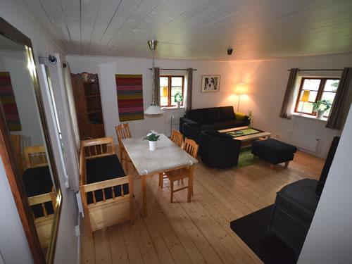 """Schweden Ferienhaus am See: Haus """"Tegelviken"""": Wohnstube mit Seeblick"""