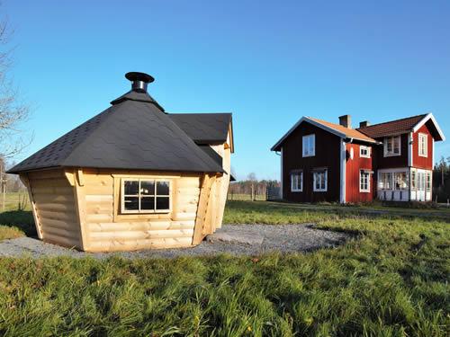 Grillhütte (Grillkota) aussen im Schweden Ferienhaus am See in Smaland (Südschweden)