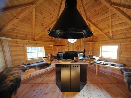 Grillhütte (Grillkota) innen im Schweden Ferienhaus am See in Smaland (Südschweden)