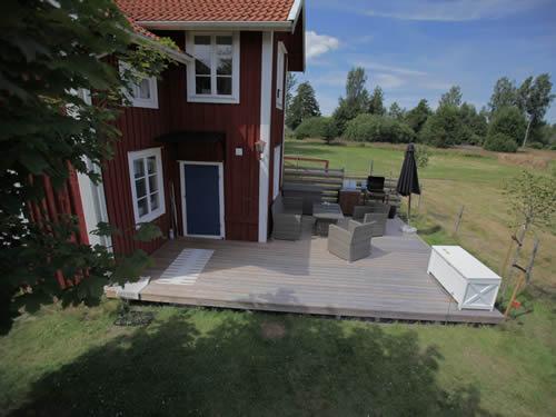Schweden Ferienhaus Torp Staveryd - Gemütliche Sonnenterrasse mit Gartenmöbeln -