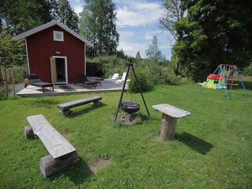 Der gemütliche Garten mit Sauna-Haus