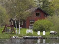 schweden-ferienhaus-am-see-troll-aussen-01-240-180