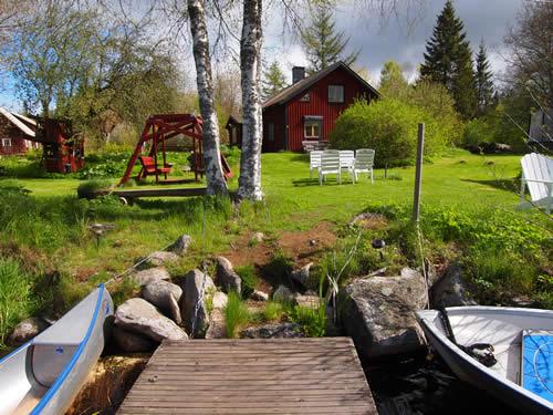 """Schweden - Smaland: Ferienhaus am See - Haus """"Troll"""" - Grundstück und Bootssteg"""