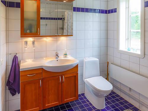 """Schweden - Smaland: Ferienhaus - Haus """"Hylte"""" - Bad Und WC"""