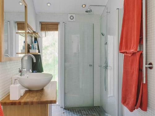 """Schweden - Smaland: Ferienhaus Am See - Haus """"Karlsson"""" - Bad Und WC"""