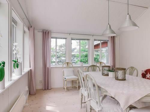 """Schweden - Smaland: Ferienhaus Am See - Haus """"Karlsson"""" - Esszimmer Mit Naturblick"""