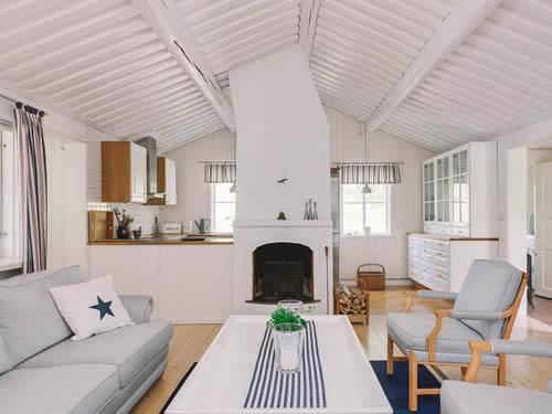 """Schweden - Smaland: Ferienhaus am See - Haus """"Karlsson"""" - das helle Wohnzimmer"""