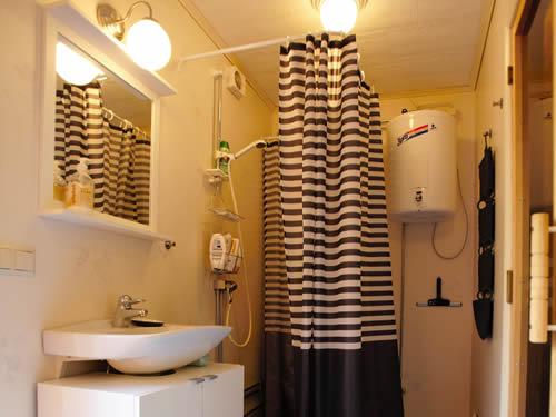 """Bad und WC im Schweden Ferienhaus """"Knäppen"""" am See in Smaland (Südschweden)"""