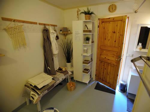 """Vorraum zur Sauna im Schweden Ferienhaus """"Knäppen"""" am See in Smaland (Südschweden)"""