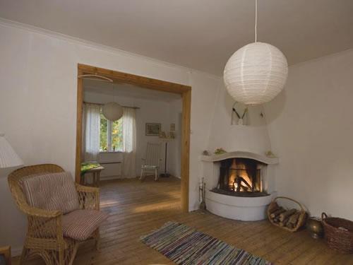 """Schweden - Smaland: Ferienhaus - Haus """"Langö"""" - Wohnzimmer mit Kamin"""