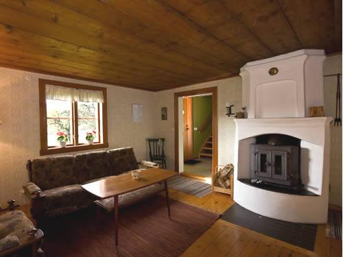 """Schweden - Smaland: Ferienhaus - Haus """"Lönneberga"""" -Wohnzimmer mit Holzofen"""