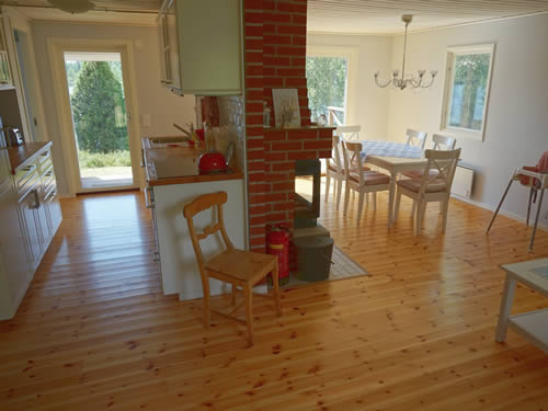 """Schweden - Smaland: Ferienhaus am See Langen - Haus """"Michel"""" - Küche mit Esszimmer"""