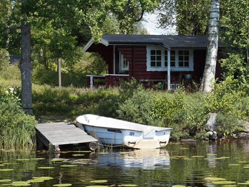 "Schweden - Smaland: Ferienhaus am See Langen - Haus ""Michel"" - Bootssteg am Wasser"