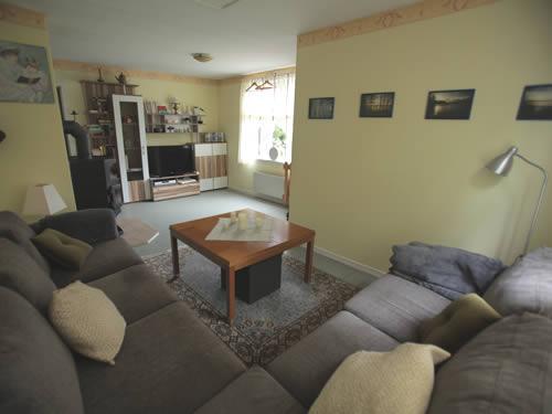 """Schweden - Smaland: Ferienhaus am See - Haus """"Rusken"""" - Wohnzimmer mit Sitzgruppe"""