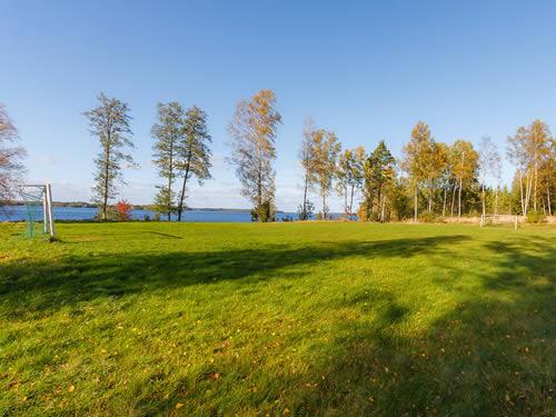 """Schweden - Smaland: Ferienhaus am See - Haus """"Skuggebo"""" - Sportplatz"""
