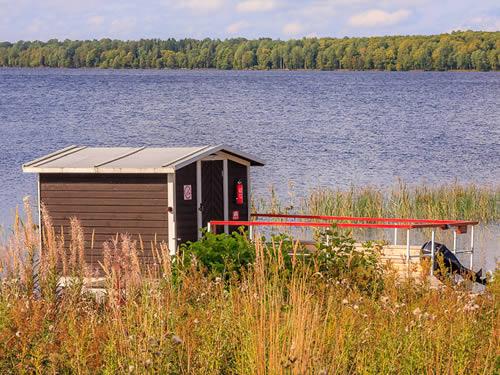 Schweden Hausboothütte am See Rusken in Smaland: Haus Ulf