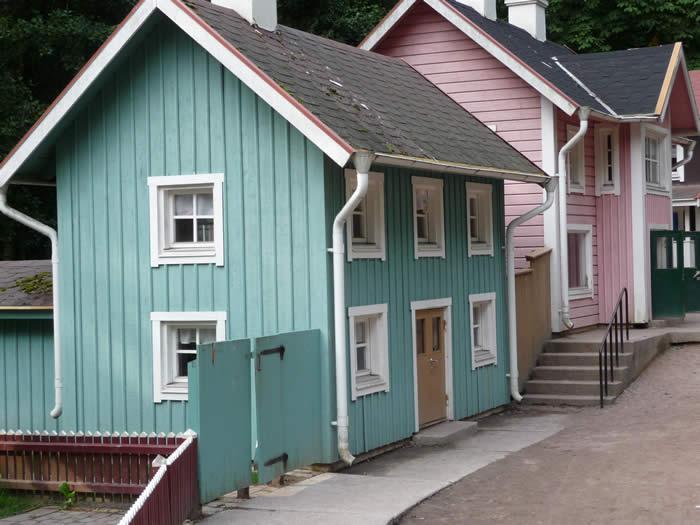 Erlebnispark Astrid Lindgrens Värld in Schweden - Smaland: Häuser im Park