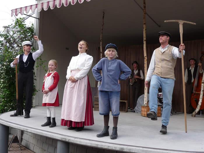 Erlebnispark Astrid Lindgrens Värld in Schweden - Smaland: Michel aus Lönneberga - die Familie Svensson