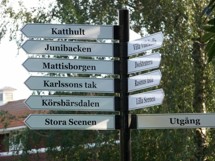 Erlebnispark Astrid Lindgrens Värld in Schweden - Smaland: Wegweiser zu den Schauplätzen