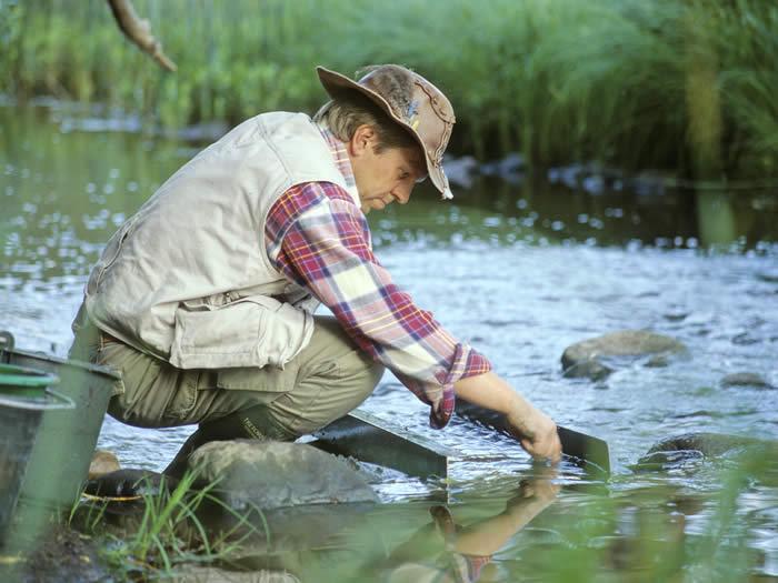 Smaland (Schweden): Goldwaschen / Goldschürfen in Ädelsfors - Wasser