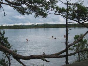 Smaland (Schweden): Nationalparkt Store Mosse - Schwimmen im See
