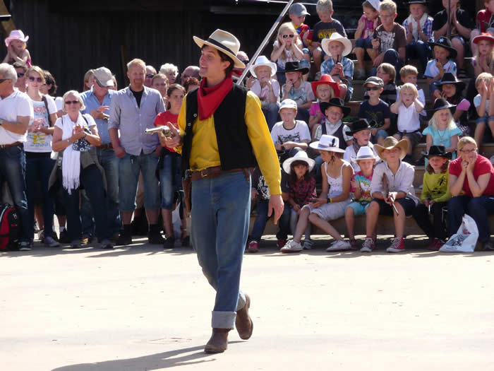 Westernstadt High Chaparral in Smaland - Schweden: Cowboy mit Colt